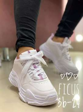 Tennis y sandalias YIRED