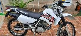 Vendo moto honda Xl 200 en perfecto estado año 2013