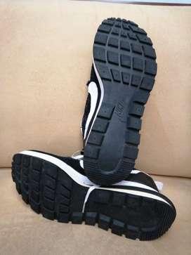 Nike Hombre 9½ con una sola postura.