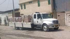 Camión International 4300 6x2 plataforma baranda baja de 6.30 mts.de largo, suspensión neumática