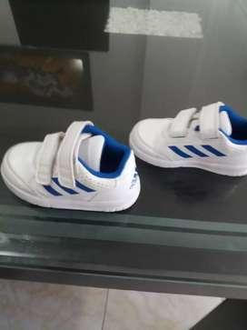 Zapatillas para bebe talla de la 21 ala 23 originaleszapatillad paa