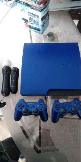 Consola PS3 y dos mandos incluye Play station move y 10 videojuegos