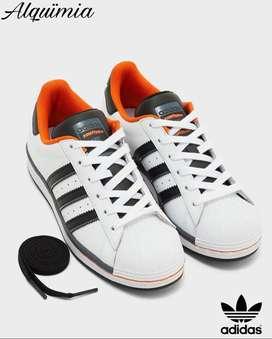 Adidas Originals:  Tenis SuperStar J / Talla 38.