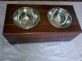 Se vende comederos para mascotas en madera
