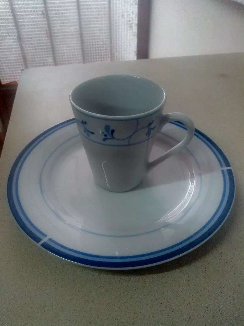1 set de 12 pzas de platos y tazas de porcelana 0