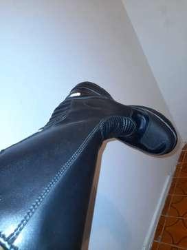 Vendo botas motorizadas  nuevas talla 40