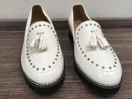 Zapatos marca Bata blancos - nuevos