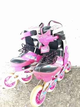 Se venden patines en buen estado.