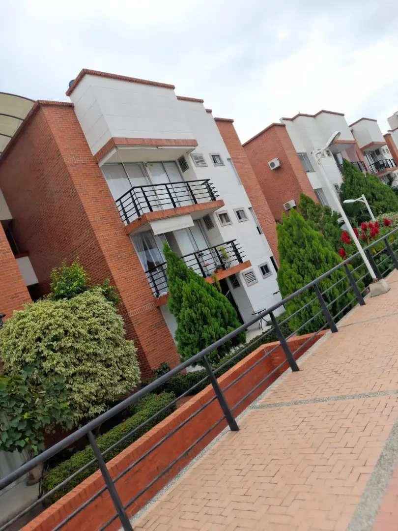 APARTAMENTO 87M², 3 HAB, 2 BAÑOS, CONJ CERRADO, SEGURIDAD PRIVADA , ZONA RESIDENCIAL Y COMERCIAL