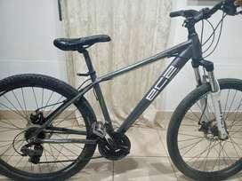 En venta bicicleta color plomo EC2 de aluminio