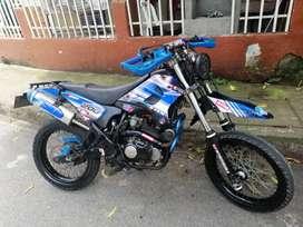 Vendo moto UM - 200