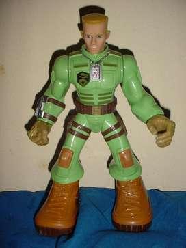 Muñeco tipo Max Steel articulado 25 cm