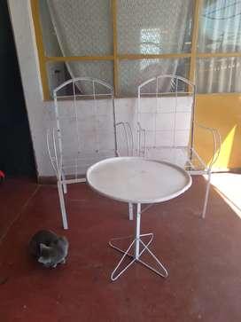 Vendo 2 sillones más mesita