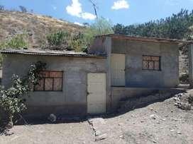 Venta de Media Agua con Terreno en Catamayo.