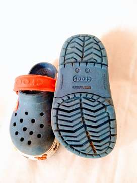 sandalia Crocs azul 7 dibujos y luces nene perfecta