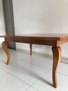 Vendo mesa en cedro 6 puestos