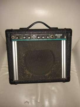 se venden amplificado de guitarra y piano
