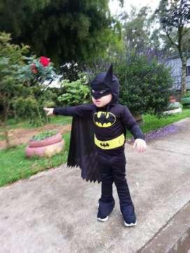 Vendo hermodo disfraz de batman talla 2