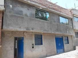 Se alquila casa grande de 3 pisos con PATIO GRANDE