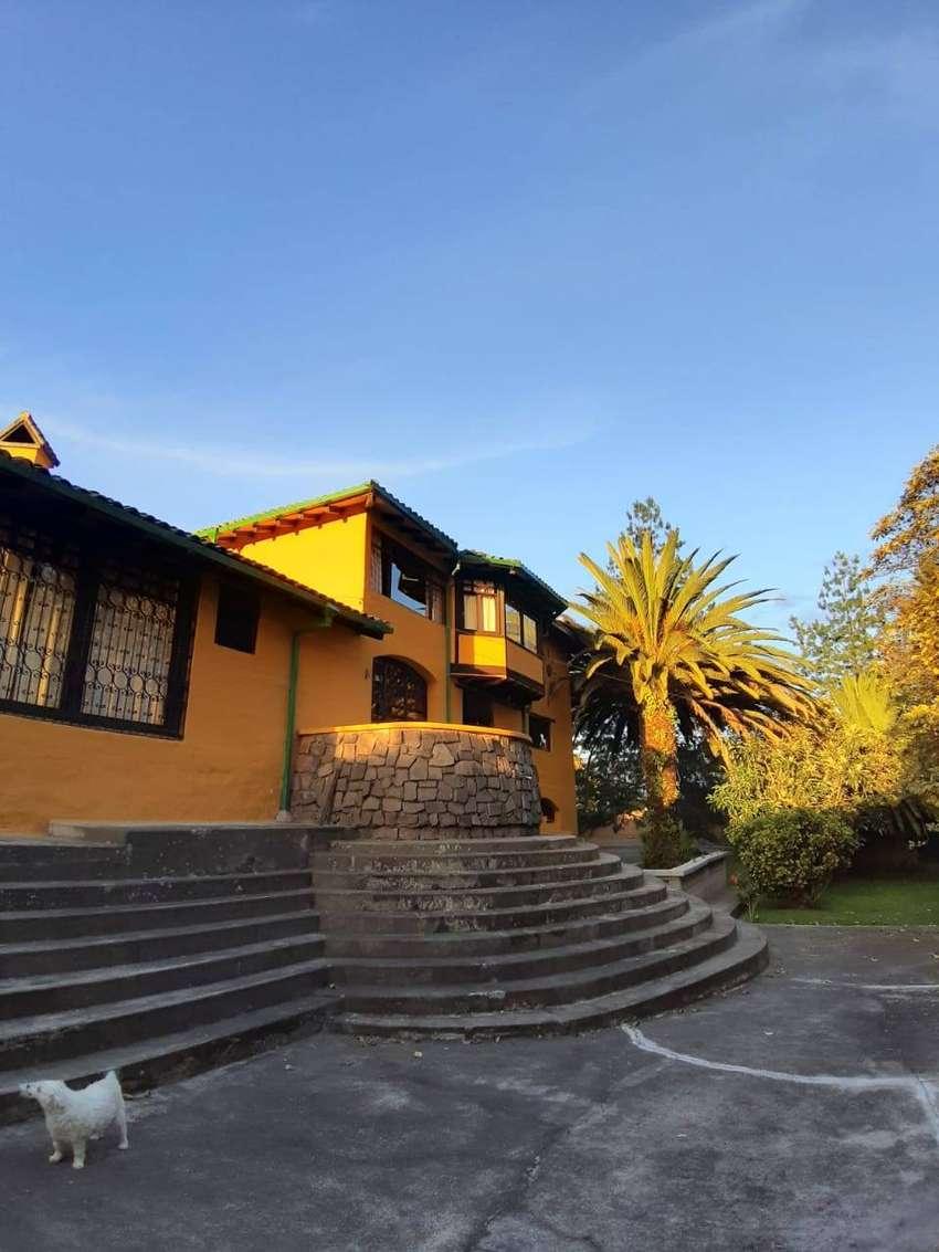 Hermosa casa estilo rustico en Alangasi 0