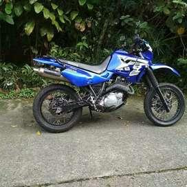 Yamaha XT 600 Supermotard mod 2005 vendo o cambio