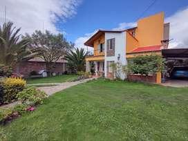 Hermosa casa con zonas verdes amplías