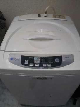 Se vende lavadora haceb de 25 libras