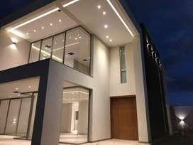 Vendo Moderna Casa en Urbanización Cerrada con Jardines