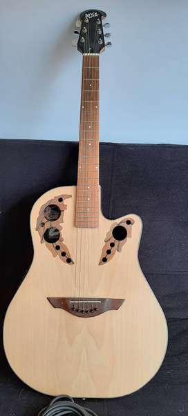 Guitarra electro-acustica, afinador integrado.