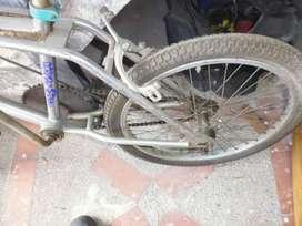 Bicicleta en buenas condiciones cromada