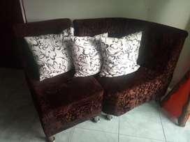 Color cafe,buen estado, 2 muebles medianos y un mueble pequeño