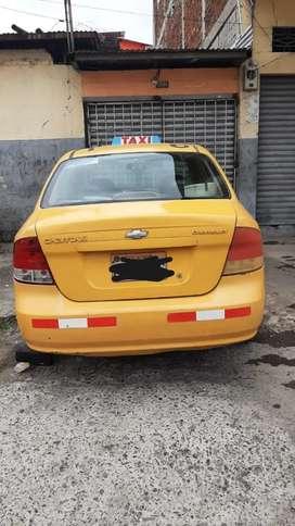 Taxi negociable amarillo con puesto negociable de oportunidad