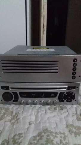 Stereo orignal de 307 casi nuevo