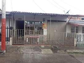 Se vende casa en el barrio los quindos  buen sector del barrio