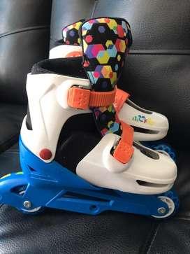Se  vende lindos patines de mickey mouse
