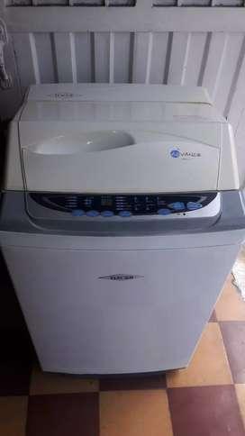 Se vende lavadora haced de 17 libras