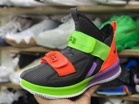 Tenis en bota Nike Lebron caballero