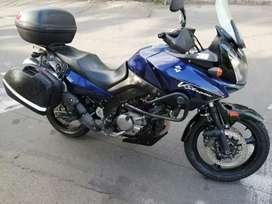 Moto suzuki, v strom 650, tercer dueño, color azul
