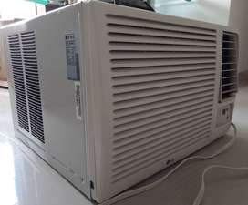 Aire Acondicionado de Ventana 12000 BTU, Casi nuevo. LG con control
