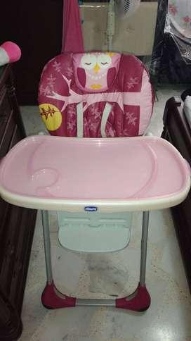 Se vende silla comedor para bebe marca CHICCO.