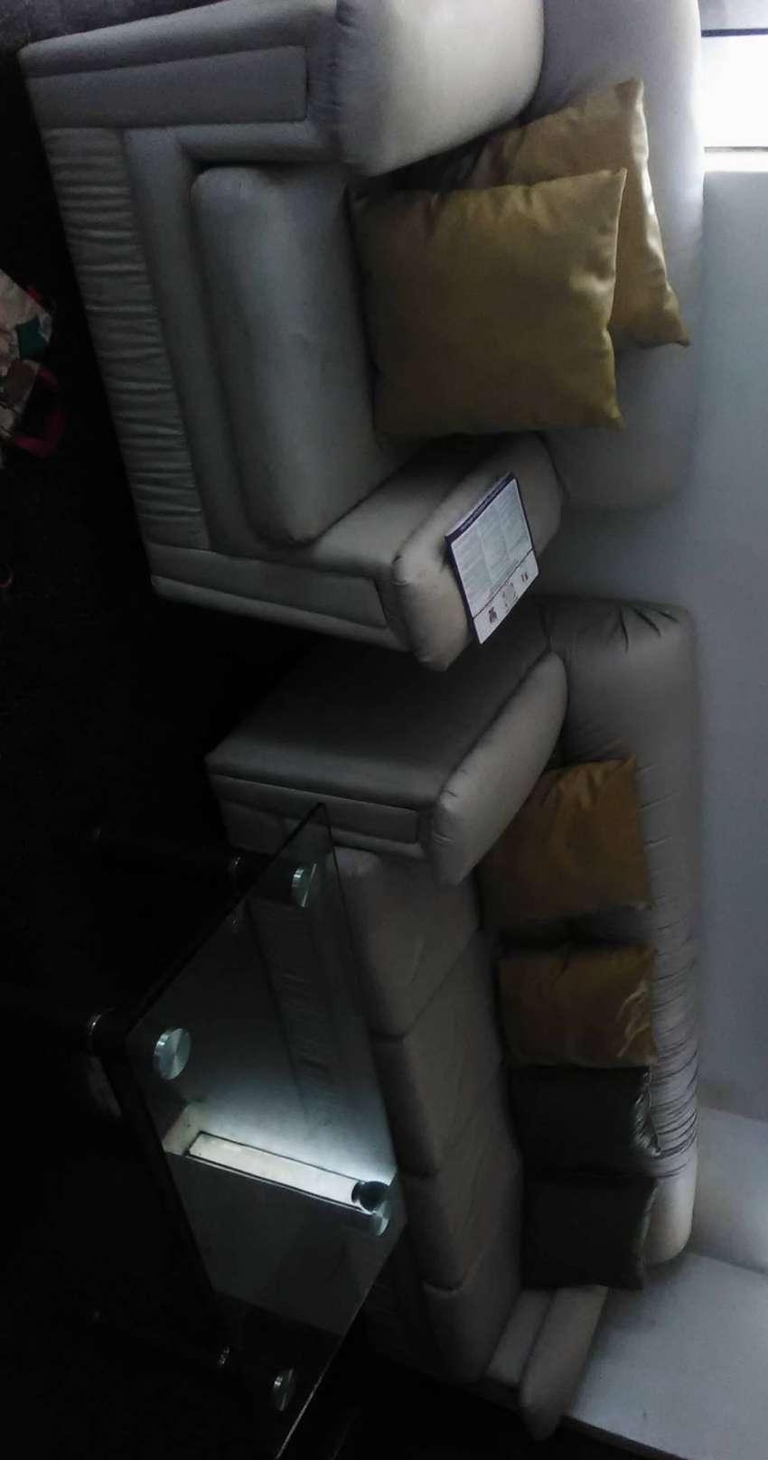 Sofa de cuero blanco 0
