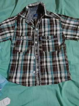 Se vende ropa de segunda de niño de un año o menos