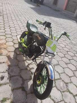 Vendo  moto zuzuki año 2010 papeles al dia preparada a toda prueba echa 115 aselerador decuarta llantas marca duro 9de10
