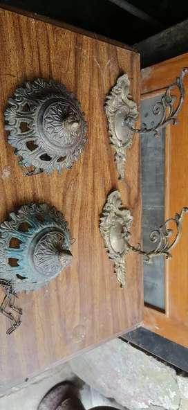 Antiguo Colgadores  de bronce o maceteros