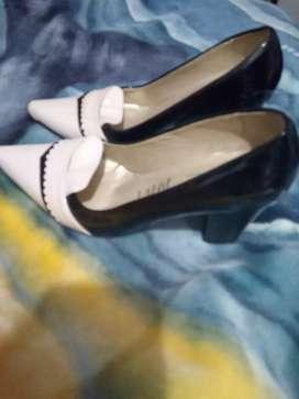 Vendo hermosos zapatos talla 36/2 con una sola postura