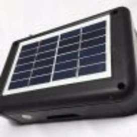 Radio recargable con luz solar