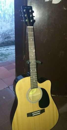 Guitarra electroacústica suzuki