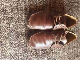 Vendo o cambio zapatos en cuero