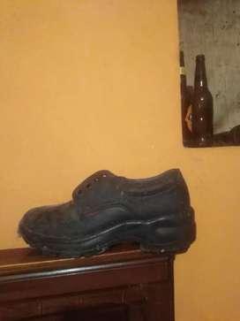 Se vende zapatos casi nuevos