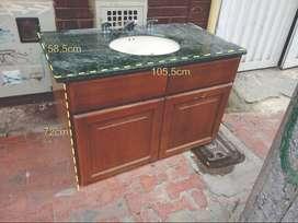 Mueble de baño - Marmol verde y madera flor morado